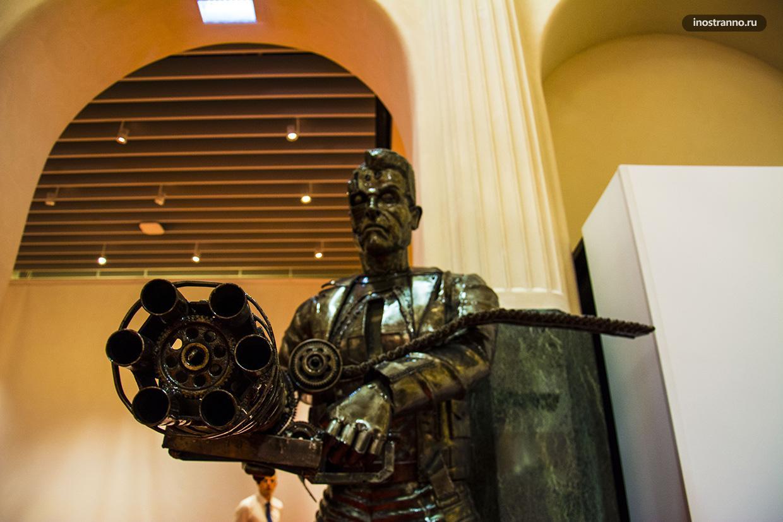 Терминатор скульптура