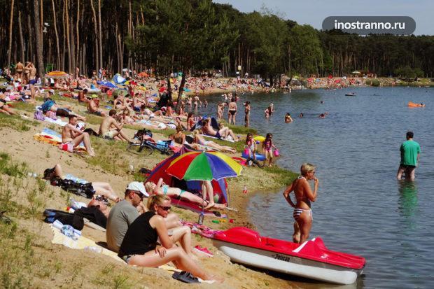 Озеро в Праге где можно покупаться и загорать