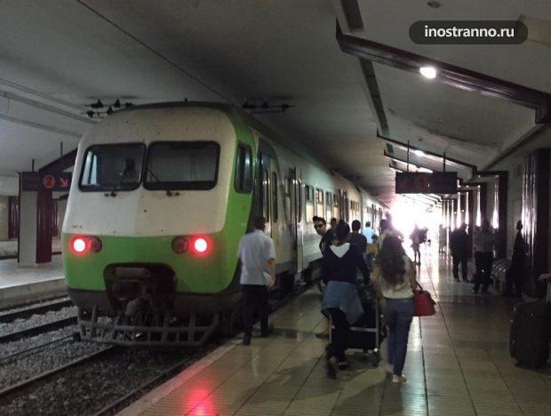 Поезд в аэропорту Касабланка