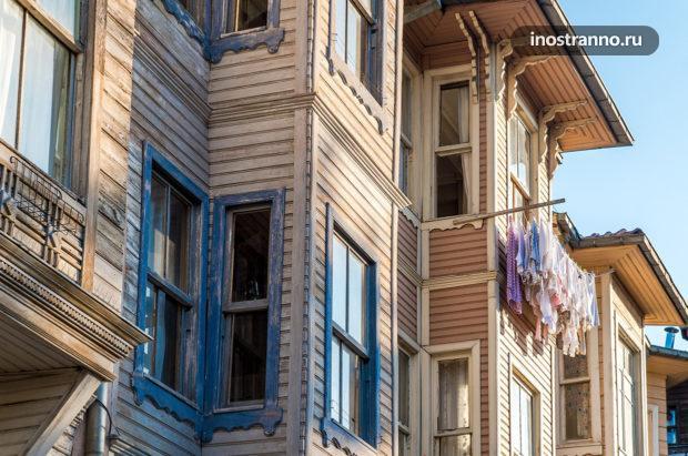 Интересный район Стамбула с деревянными домами
