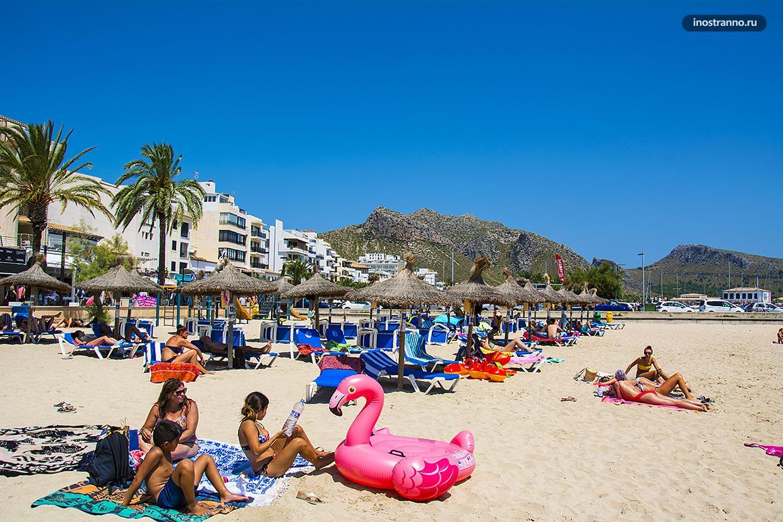 Живописный испанский пляж