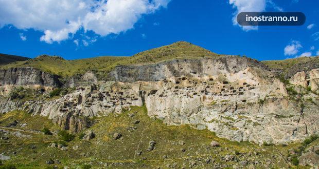 Вардзия – грузинский пещерный город, напоминающий Каппадокию