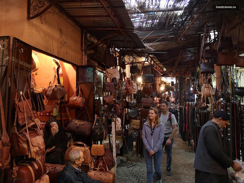 Кожаные изделия на рынке в Марракеше