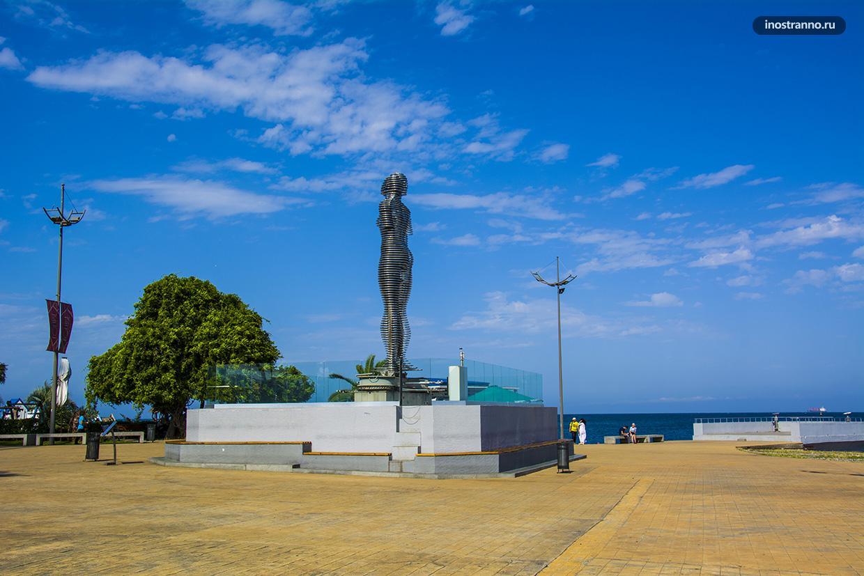 Памятник влюбленным в Батуми