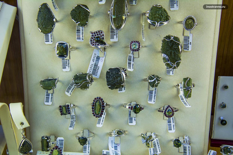 Ювелирные украшения с камнем влтавин