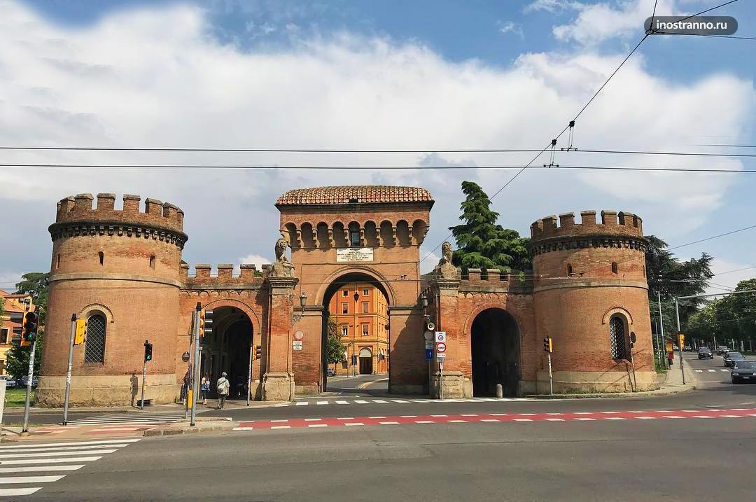 Городские Ворота Болоньи интересная достопримечательность