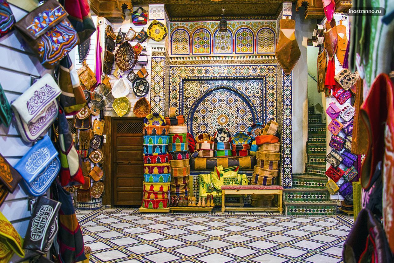 Магазин с кожей и сумками в Марокко