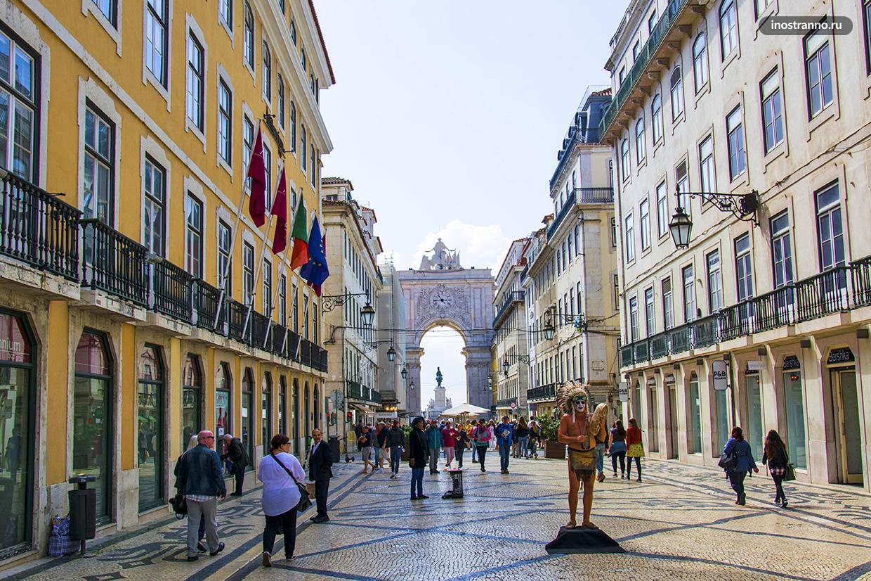 Пешеходная улица в Лиссабоне развлечения