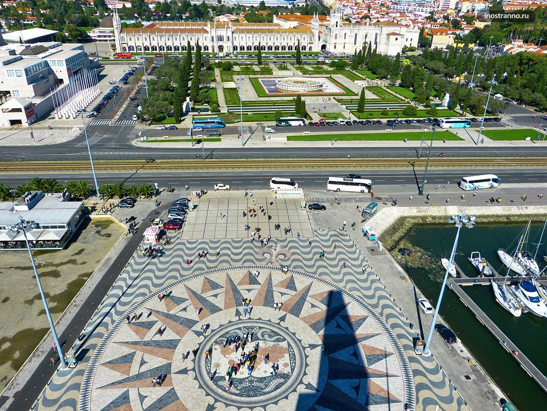 Памятнике первооткрывателям смотровая площадка