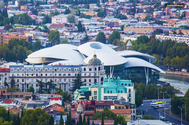 Дом Юстиции необычное здание в Тбилиси