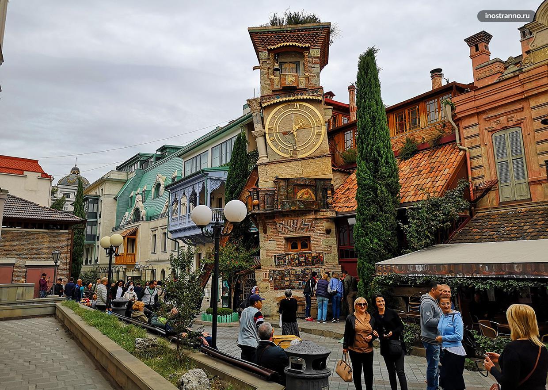 Театр марионеток Резо Габриадзе и часы в Тбилиси