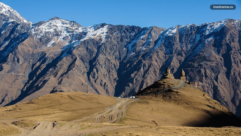 Казбеги Степанцминда экскурсия в горы из Тбилиси