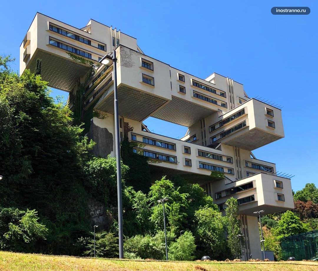 Здание Банка Грузии необычное архитектурное строение в Тбилиси