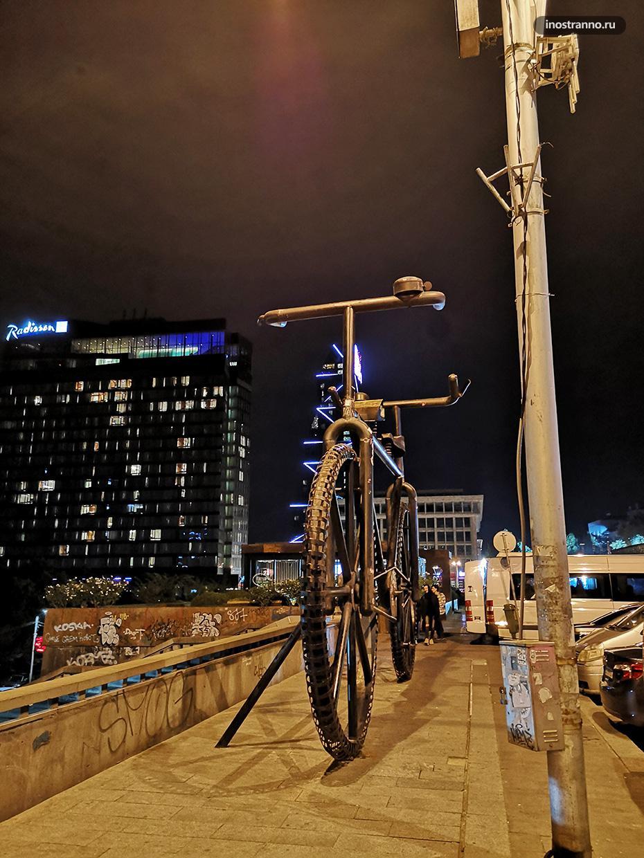Необычная скульптура велосипед в Тбилиси