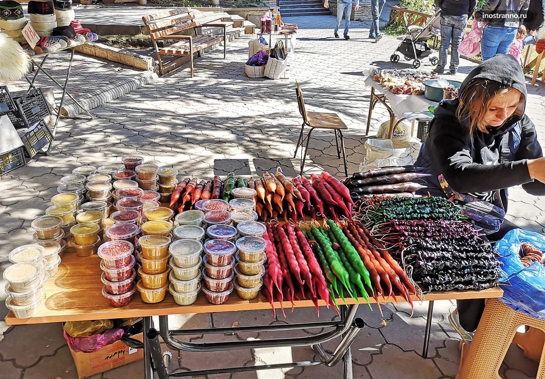 Цены на рынке на чурчхелу в Грузии и Тбилиси