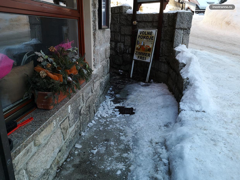 Нечищеные улицы в Чехии зимой