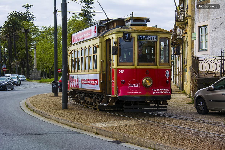 Винтажный трамвайчик в Португалии