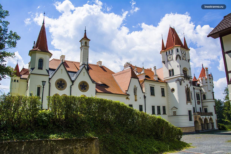 Красивый замок Жинковы в Чехии