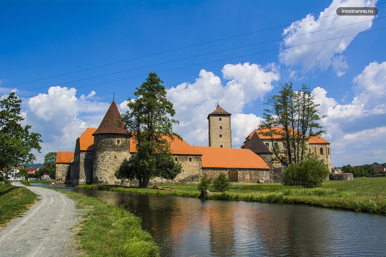 Чешский замок на воде