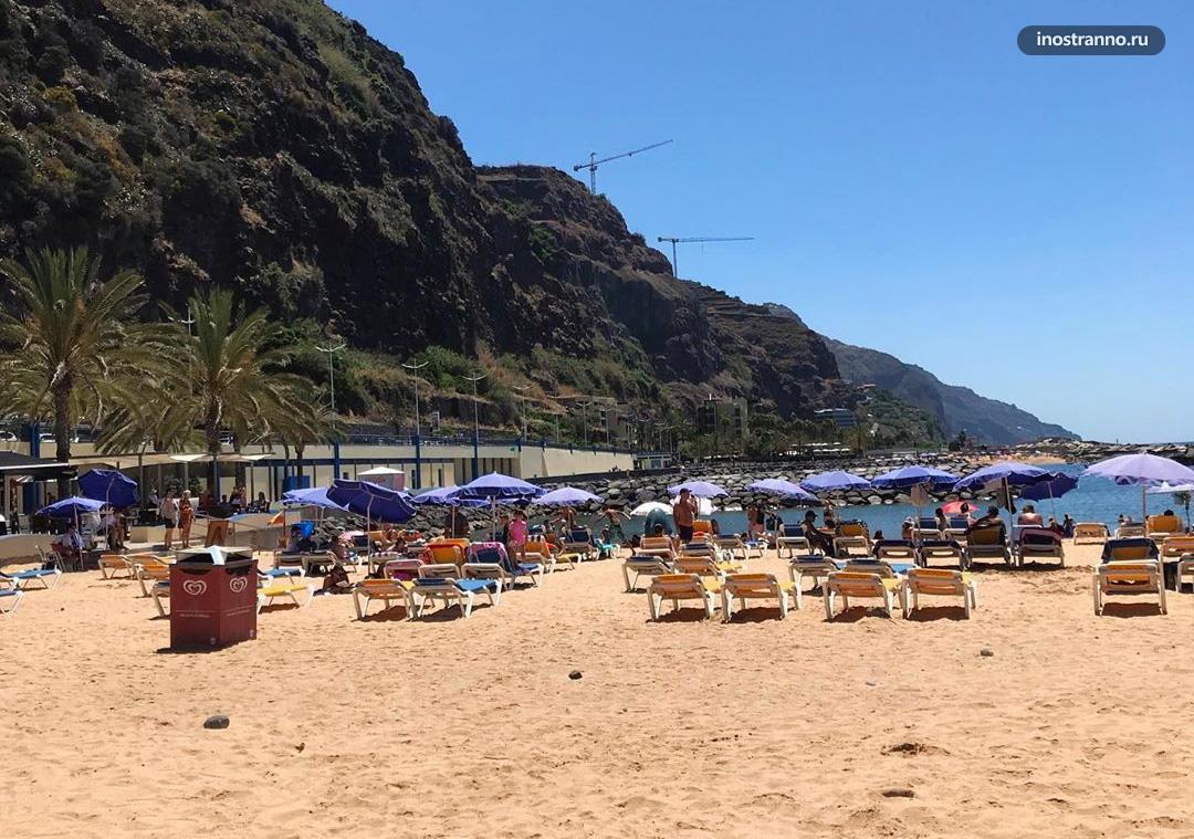 Кальета пляж с желтым песком на Мадейре