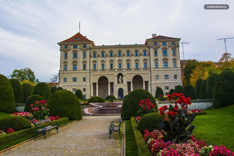Чернинский отель в Праге