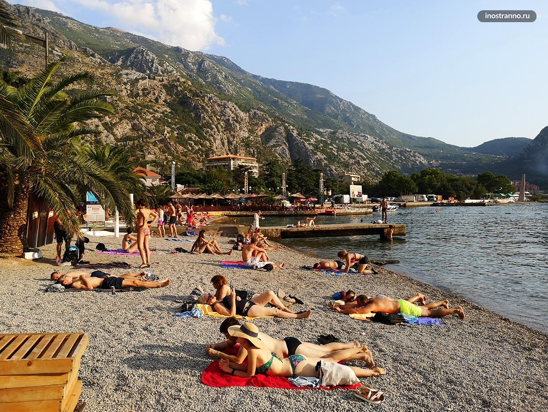 Городской пляж в Черногории