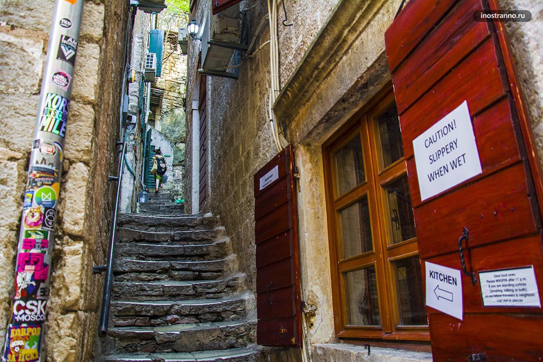 Узкие улочки Старого города Котора