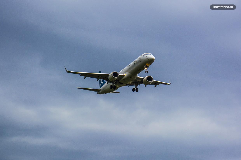 Самолет Черногорских Авиалиний Embraer E195