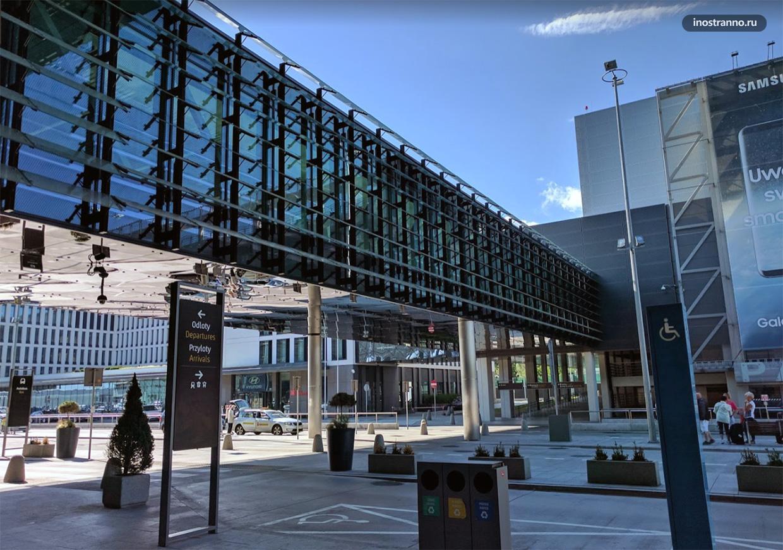 Парковка в аэропорту Кракова