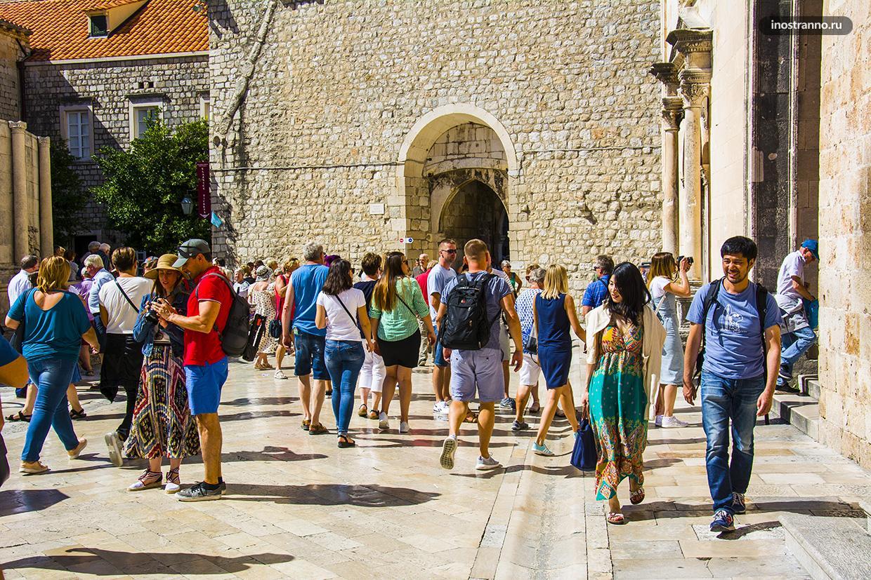Туристы в Дубровнике