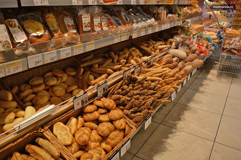 Хлеб в супермаркете Чехии