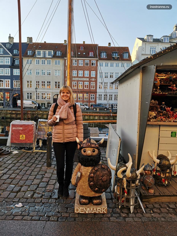 Рождественский рынок у гавани в Копенгагене