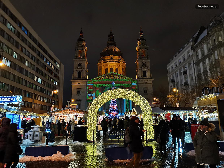 Рождественский рынок у Базилики Святого Стефана