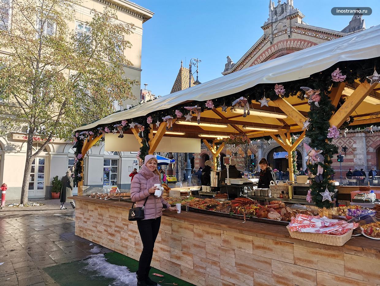 Палатки на Рождественском рынке в Будапеште