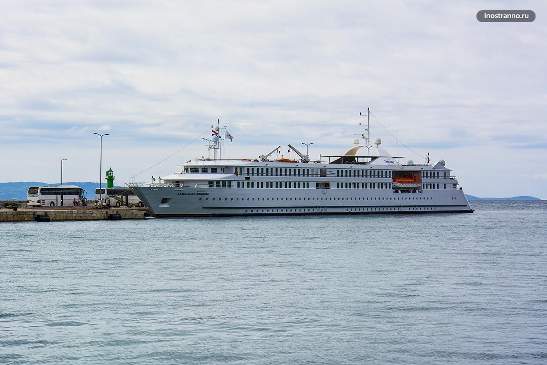 Круизный лайнер в Хорватии
