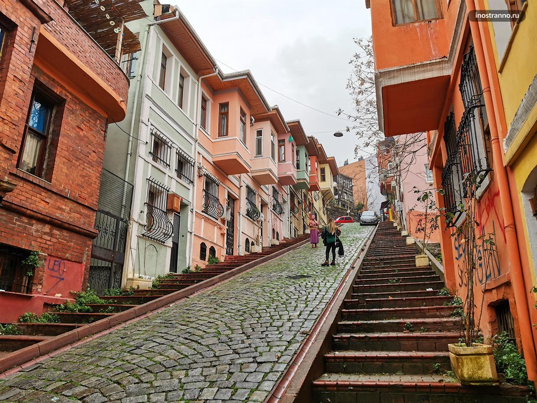 Балат район Стамбула с яркими домами