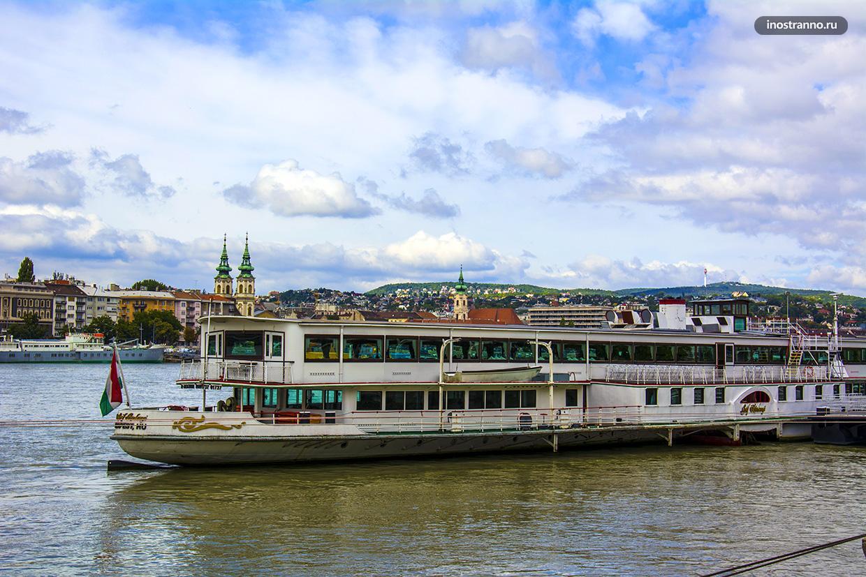 Прогулка по Дунаю на кораблике с обедом в Будапеште