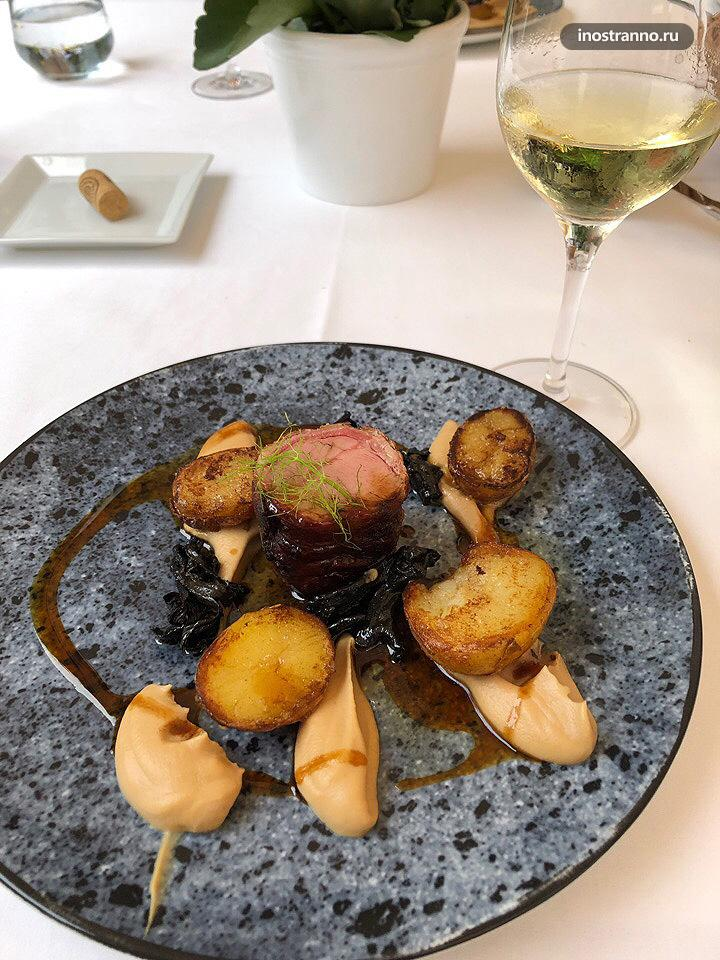 Le Grill хороший Мишленовский ресторан в Праге