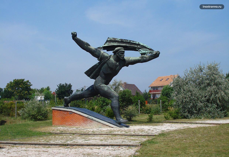 Парк Мементо с советскими скульптурами в Будапеште