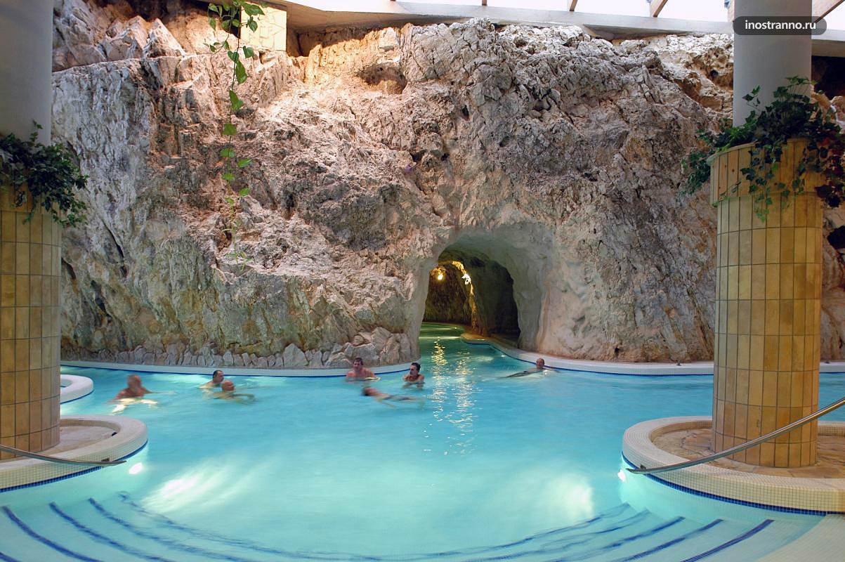 Пещерная купальня и город Мишкольц-Тапольца