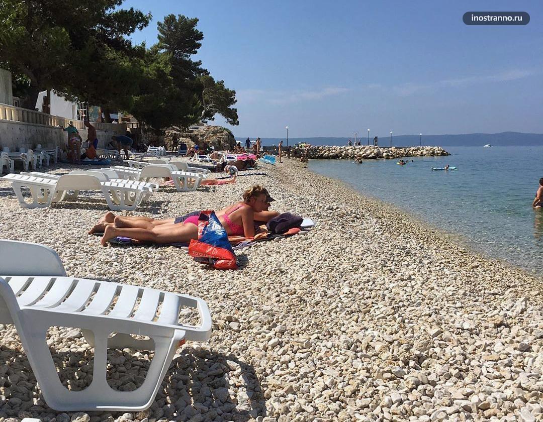 Пляж на хорватском курорте Подгора