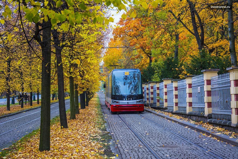 Пражский трамвай в самом красивом месте
