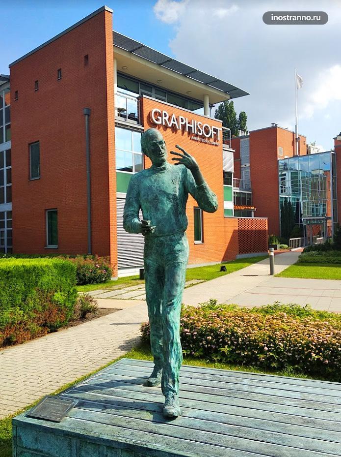 Памятник Стиву Джобсу в Будапеште