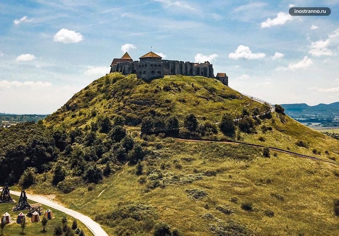 Крепость Шумег в Венгрии недалеко от Будапешта