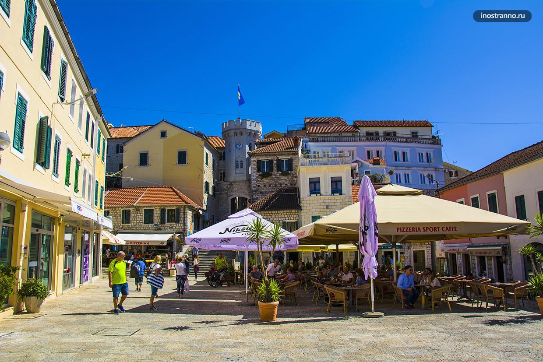 Герцег-Нови красивый городок курорт в Черногории