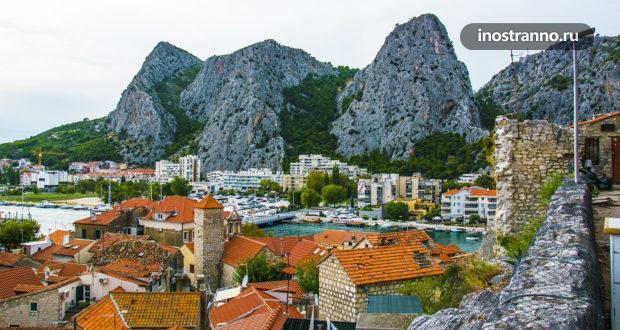 Омиш – хорватский город, спрятанный среди величественных скал