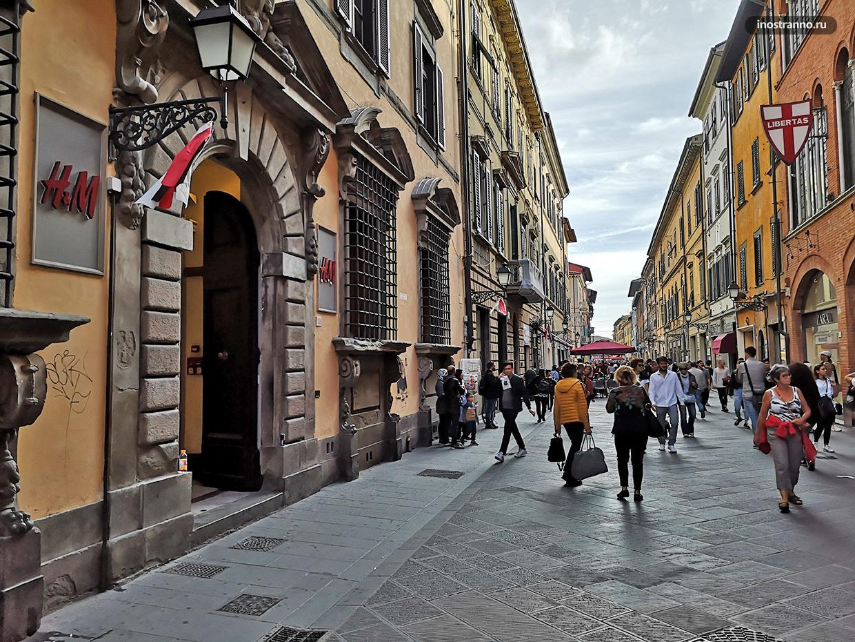 Торговая улица в Пизе