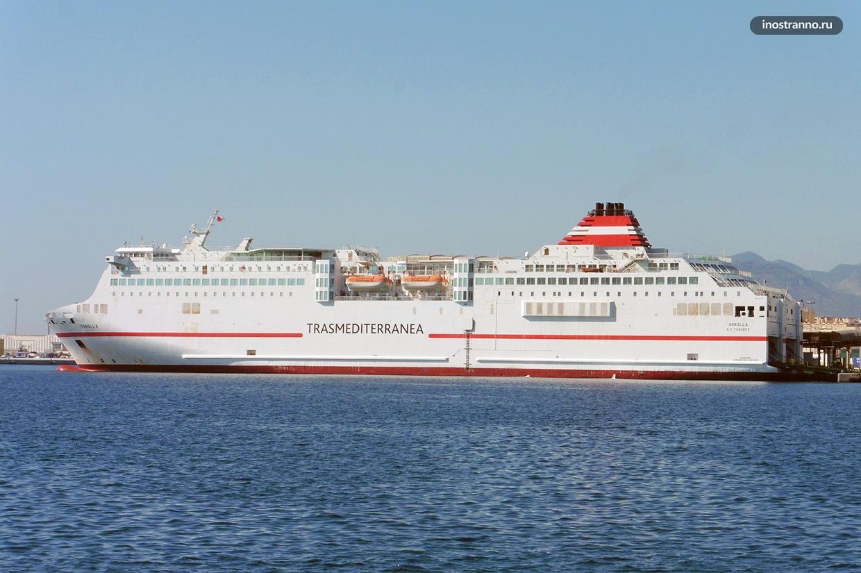 Паромы и порт на Ибице