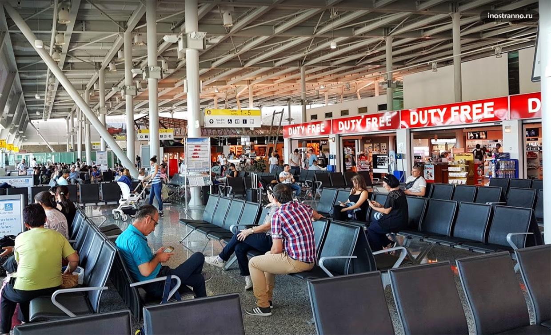 Терминал аэропорта Тираны