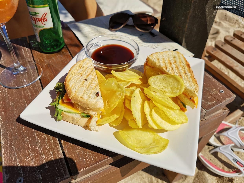 Еда на пляже в Болгарии